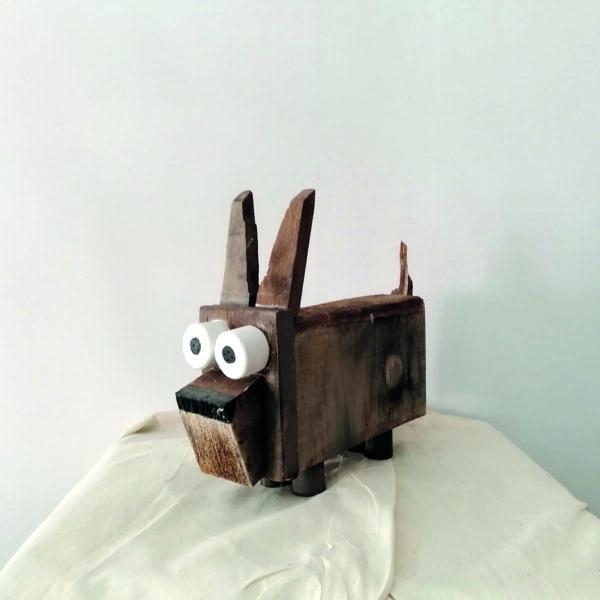 _C_37 Perro madera feo